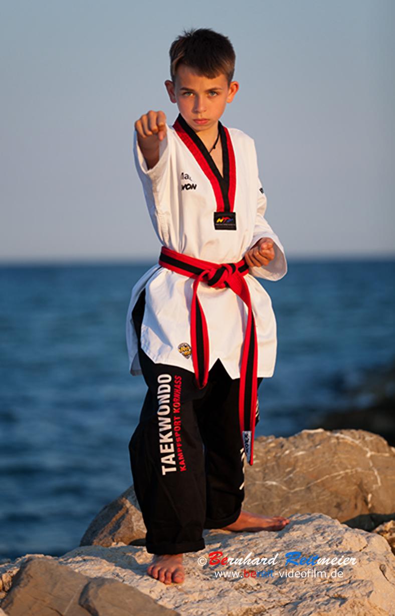 taekwondo_2_b.jpg